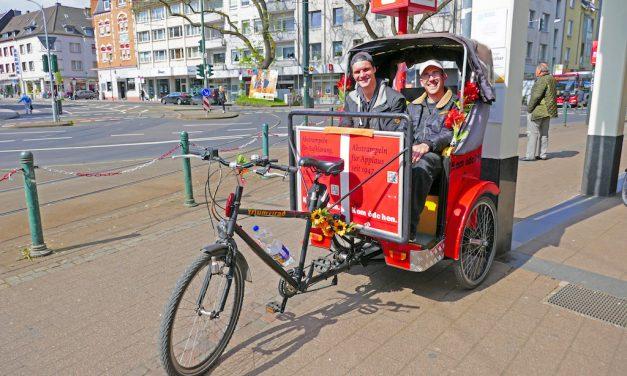 Rad-Rikscha, jetzt strampelt Tobi in Gerresheim