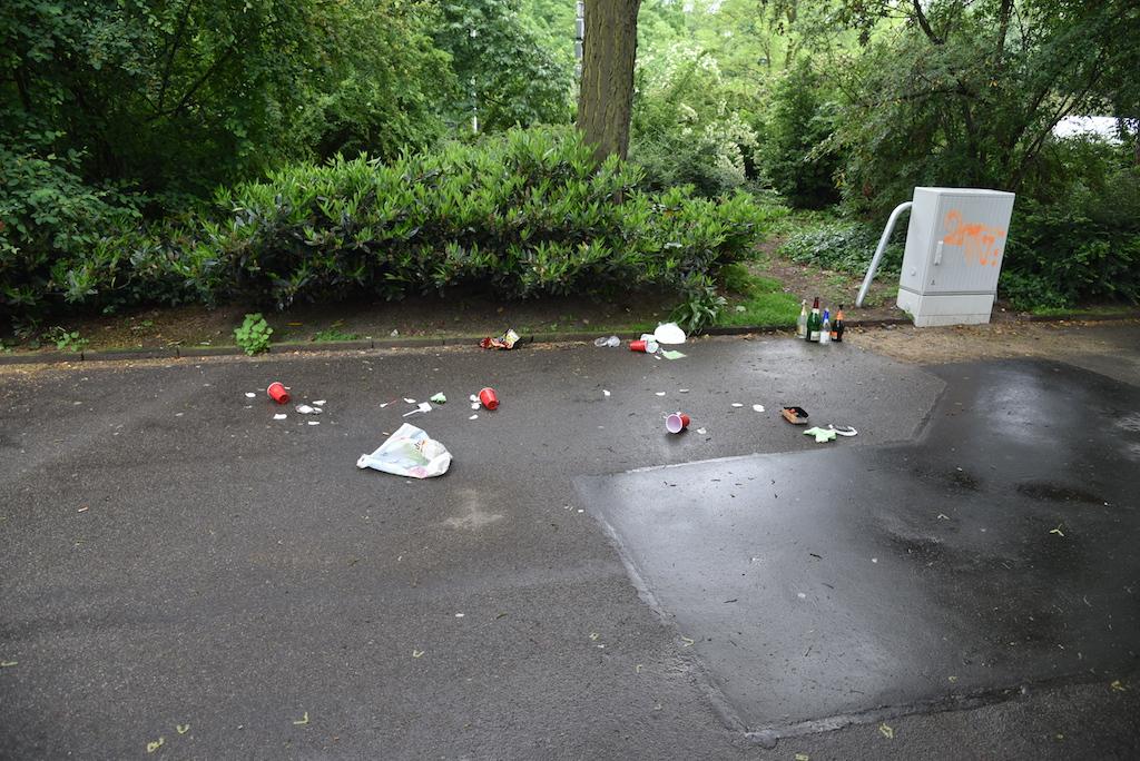 Müll nach Feier Foto: LOKALBÜRO
