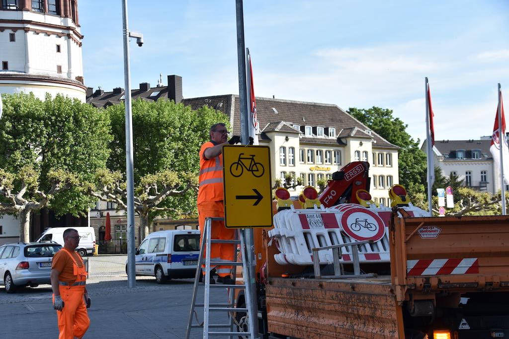 Sperrung der Radweg am Rheinufer Foto: LOKALBÜRO