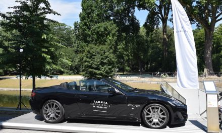 Maserati am Kö Bogen