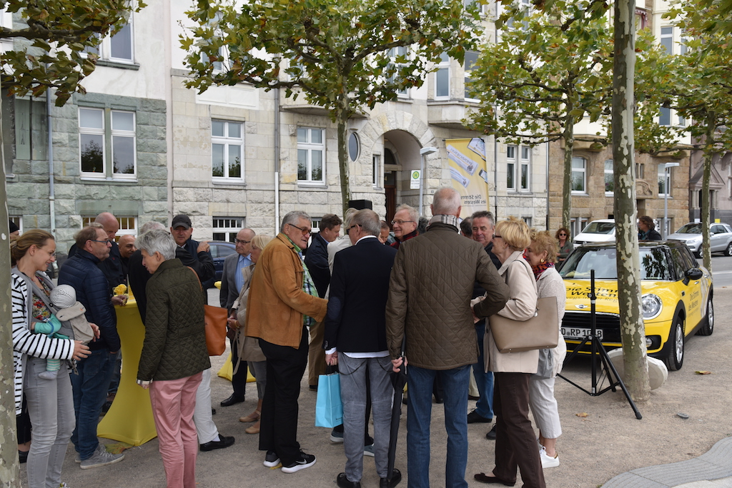 Mobile Redaktion am Rathausufer Foto: LOKALBÜRO
