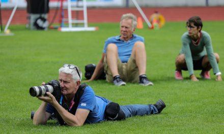 Fotokollegen unterstützen sich