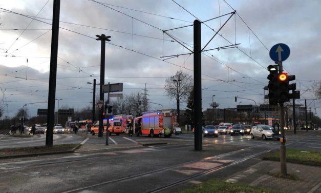 Werstener Kreuz: Feuer am Bus