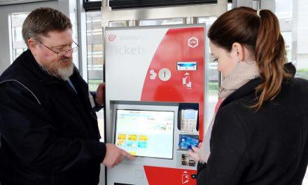 Rheinbahn-Scouts helfen beim Ticket-Kauf