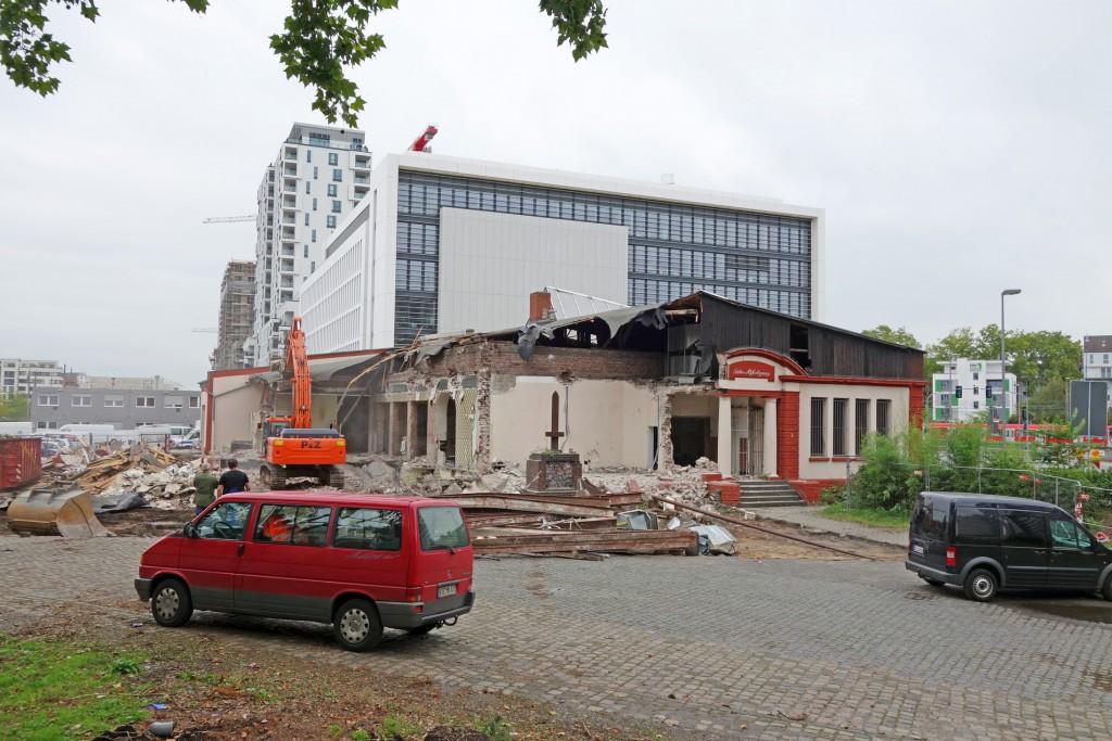 """Türme und Klötze hinter dem alten """"Les Halles"""" - schönes neues Düsseldorf?"""