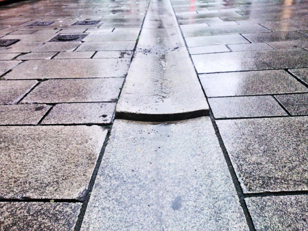 Die Stolperfalle von vorn Foto: LOKALBÜRO