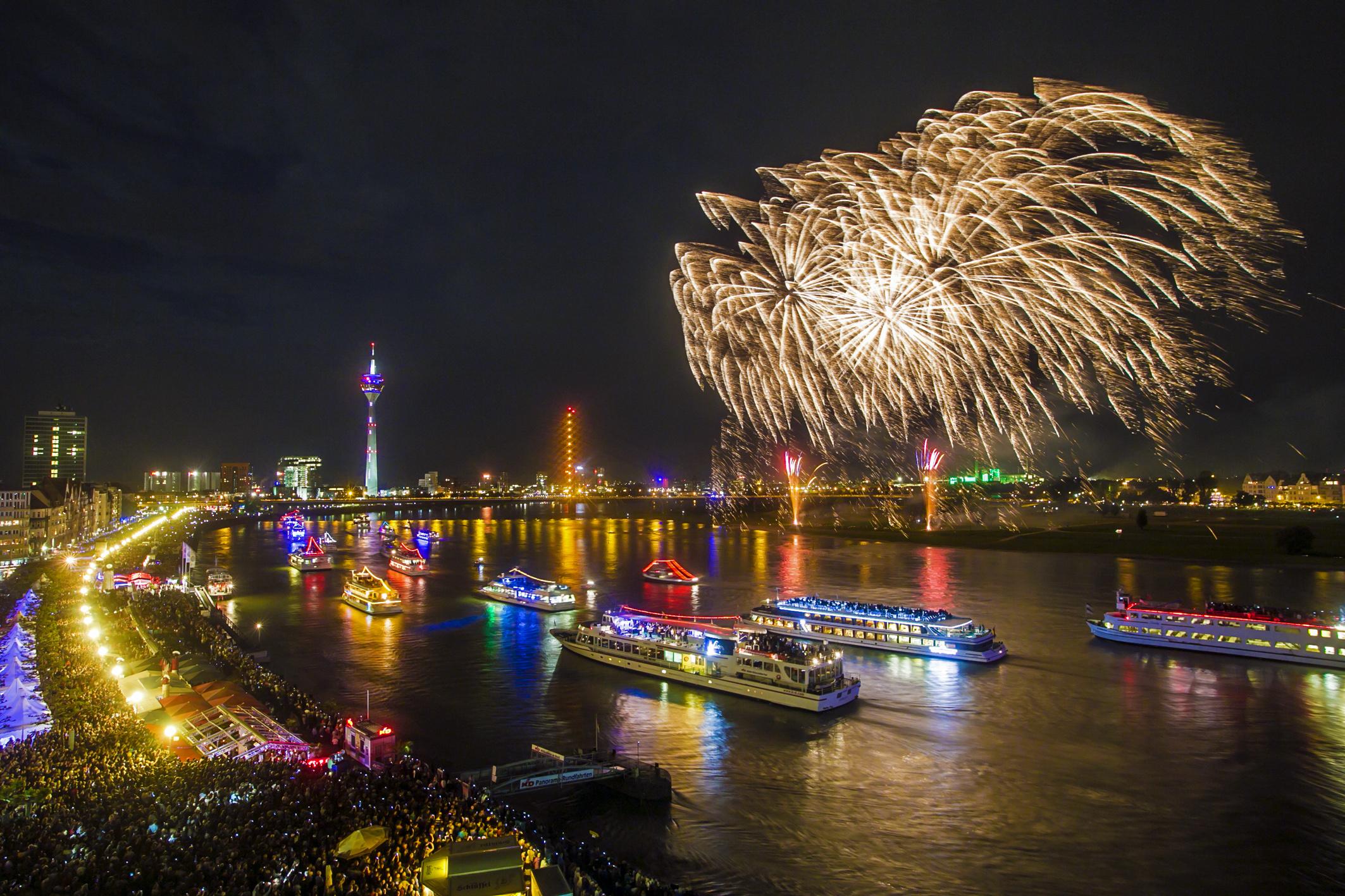 Japanisches Feuerwerk beim Japan-Tag Duesseldorf NRW 2016