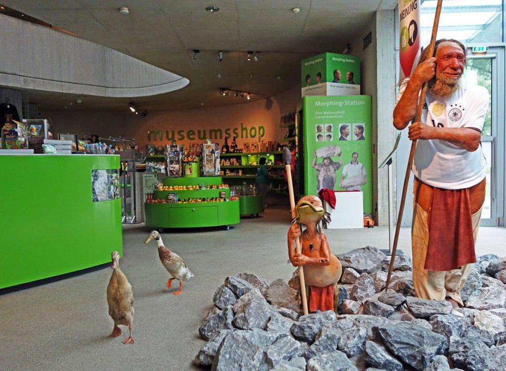 Eine Ausstellung nach ihrem Geschmack: Arten und Aragorn im Foyer