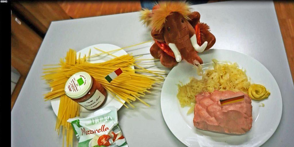 Tinka aktuell: Spaghetti oder Sauerkraut - Mammut tippt für Jogis Jungs Fotos: Lokalbüro