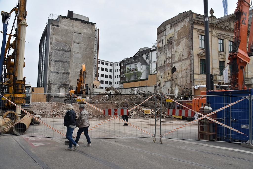Abbruch Eckgebäude Foto: LOKALBÜRO