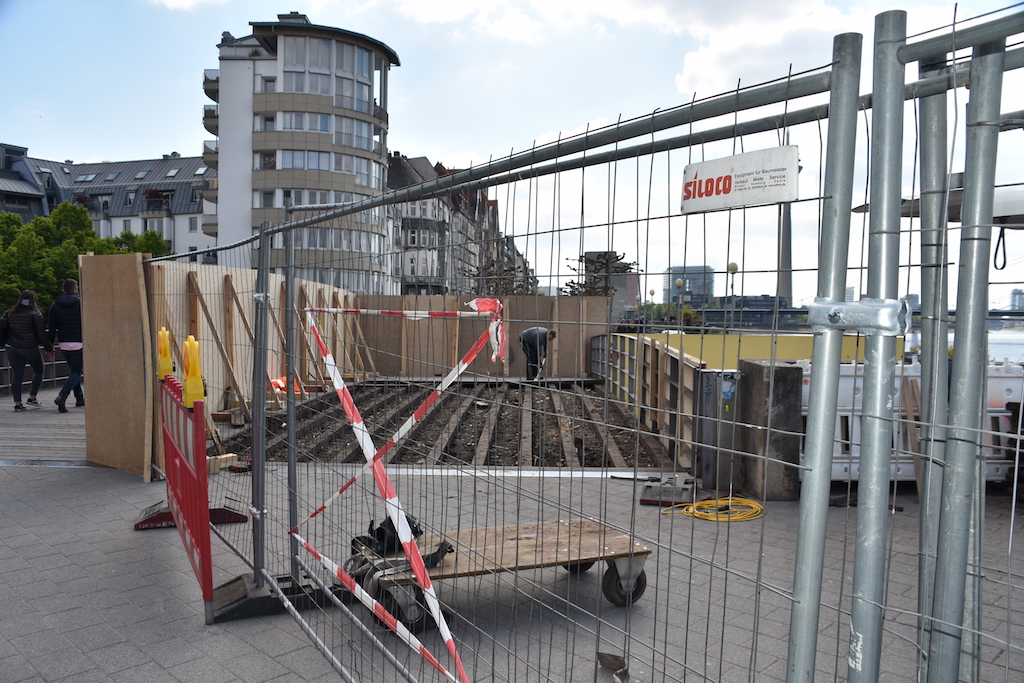 Brückenbauarbeiten am Rheinufer Foto: LOKALBÜRÖ
