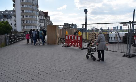 Holzbrücke am Rheinufer wird saniert