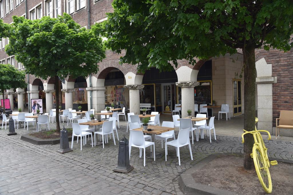 Terrasse ohne Gäste Foto: LOKALBÜRO