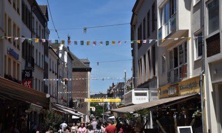 Fähnchenketten und Flaggen für dieTour