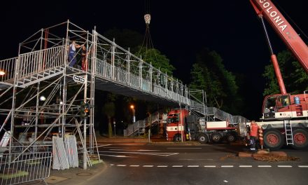 Erste temporäre Fußgängerbrücke aufgebaut