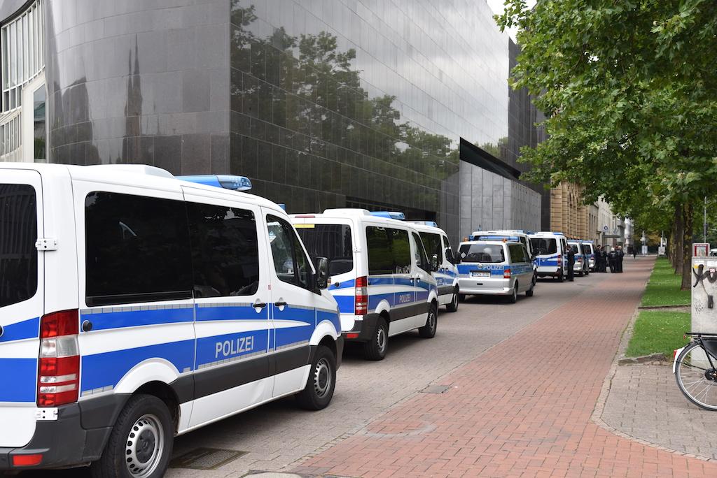 Sammel von Einsatzkräften am Grabeplatz Foto: LOAKLBÜRO