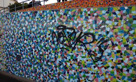 Wieder beschmiert: Kuhna-Kunstwerk am Rhein