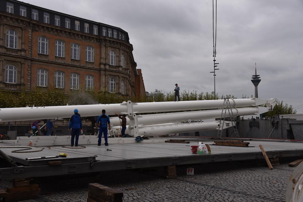 Aufbau Riesenrad Foto: LOKALBÜRO