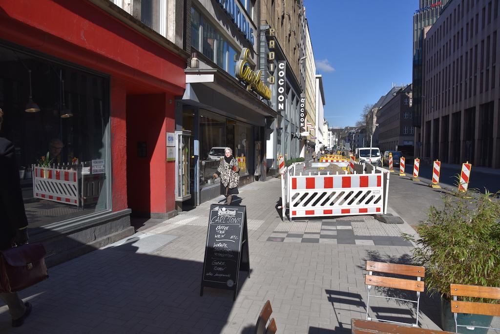 Neue Löcher an der Kaserenstraße Foto: LOKALBÜRO