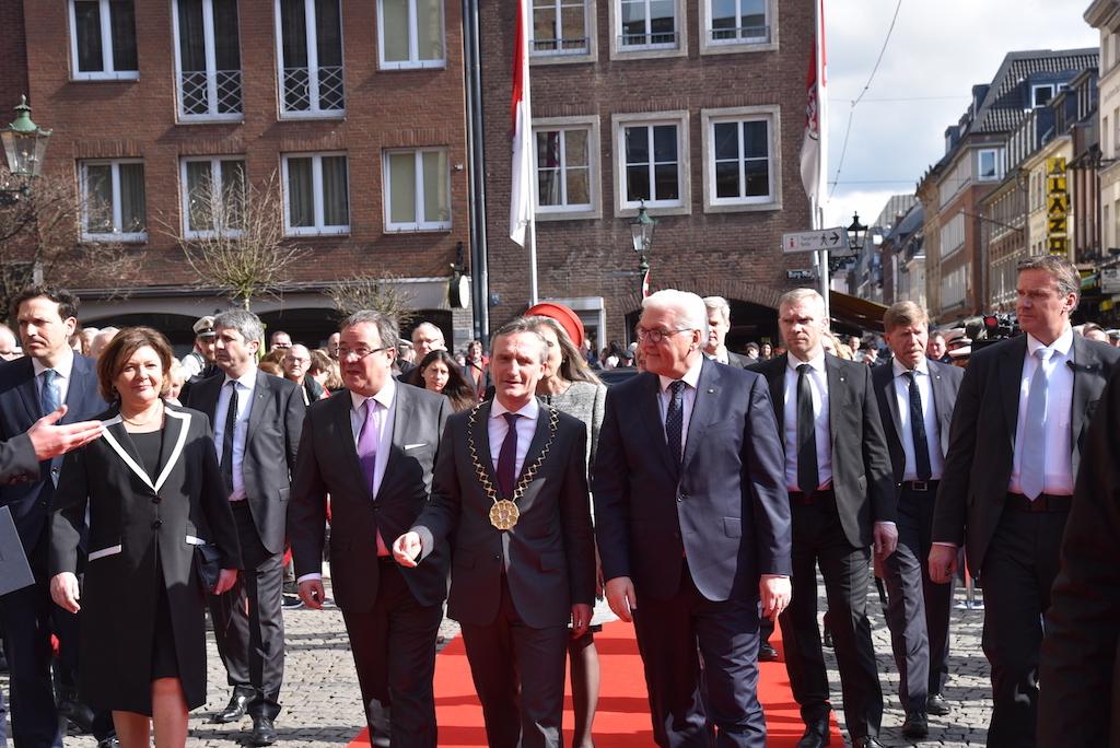 NRW Minister Laschet, OB Thomas Geisel und Bundespräsident Steinmeier Foto: LOKALBÜRO