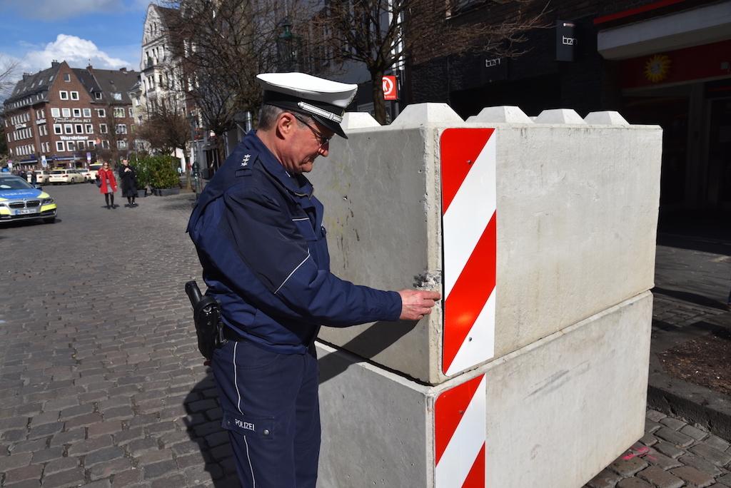 Inspektion der Beschädigung Foto: LOKALBÜRO