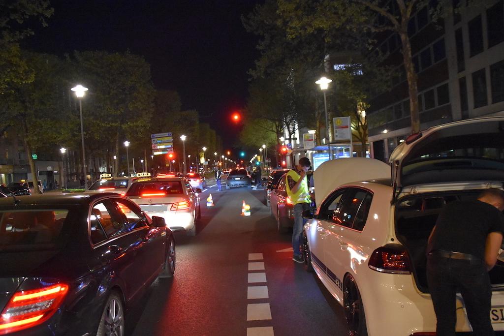 Polizeikontrolle im Bereich der Heinrich-Heine-Allee Foto: LOKALBÜRO