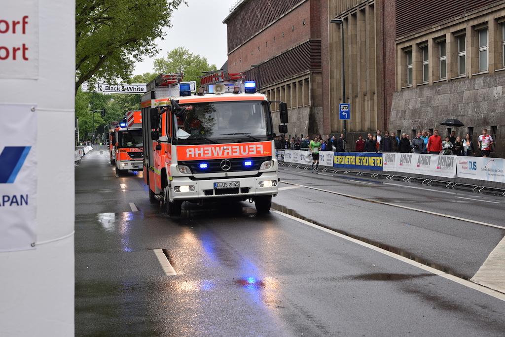 Feuerwehreinsatz kurz vor Start der Staffelläufer Foto: LOKALBÜRO