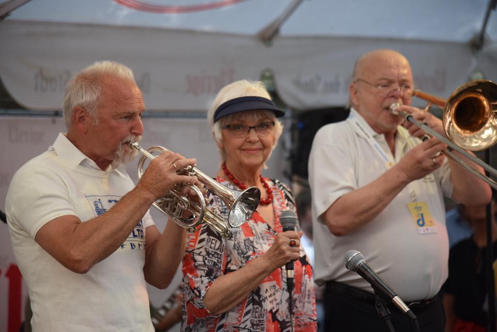 Jazz Rally vor dem Uerige Foto: LOKALBÜRO