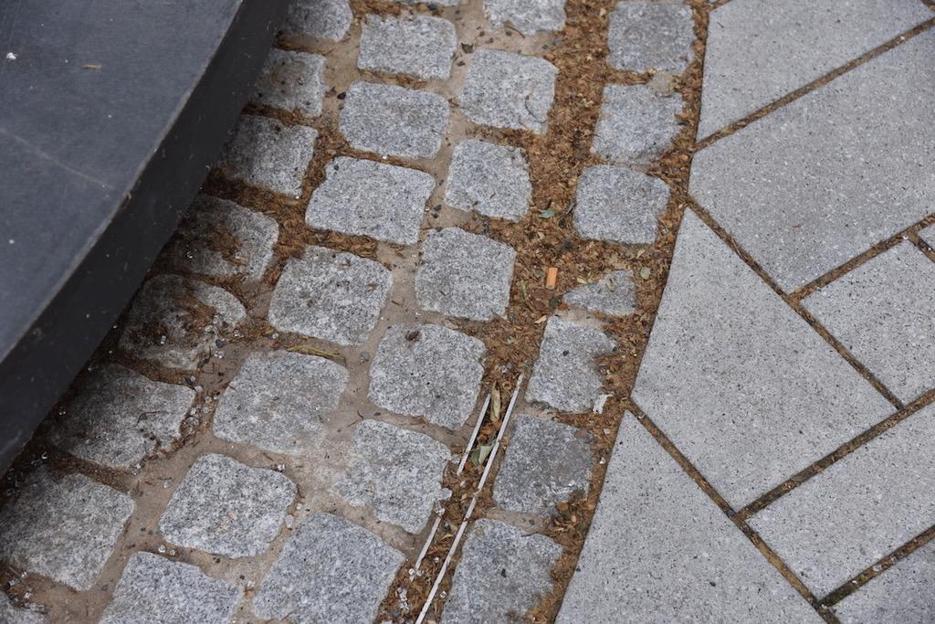 Der verdreckte Wasserablauf Foto: LOKALBÜRO