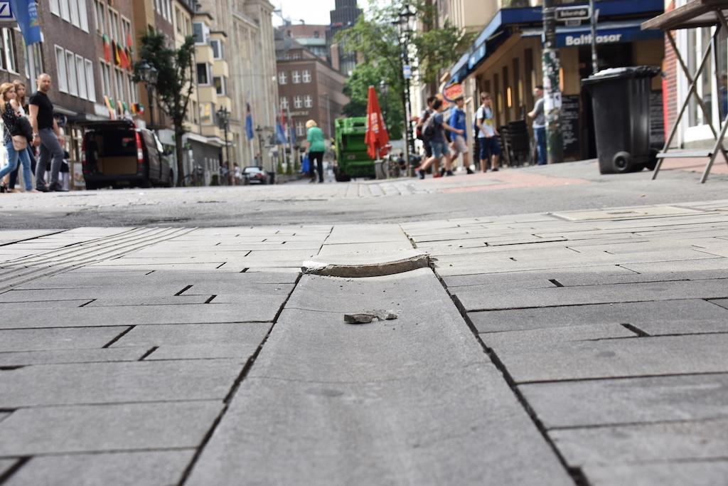 Hochstehende Steine Foto: LOKALBÜRO