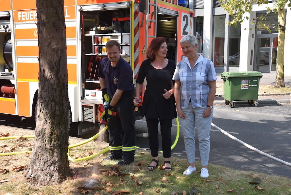 Manfred Apel, Umweltdezernentin Helga Stulgies  und Gartenamt Amtsleiterin Doris Törkel Foto: LOKALBÜRO