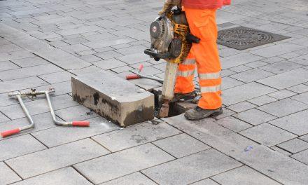 Reparaturtrupps für Altstadtpflaster unterwegs