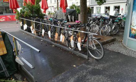 Überall in der Altstadt lagen Flip Flops