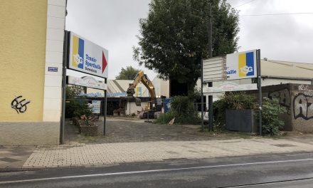 Tennishalle Gerresheim – jetzt holt sie der Bagger