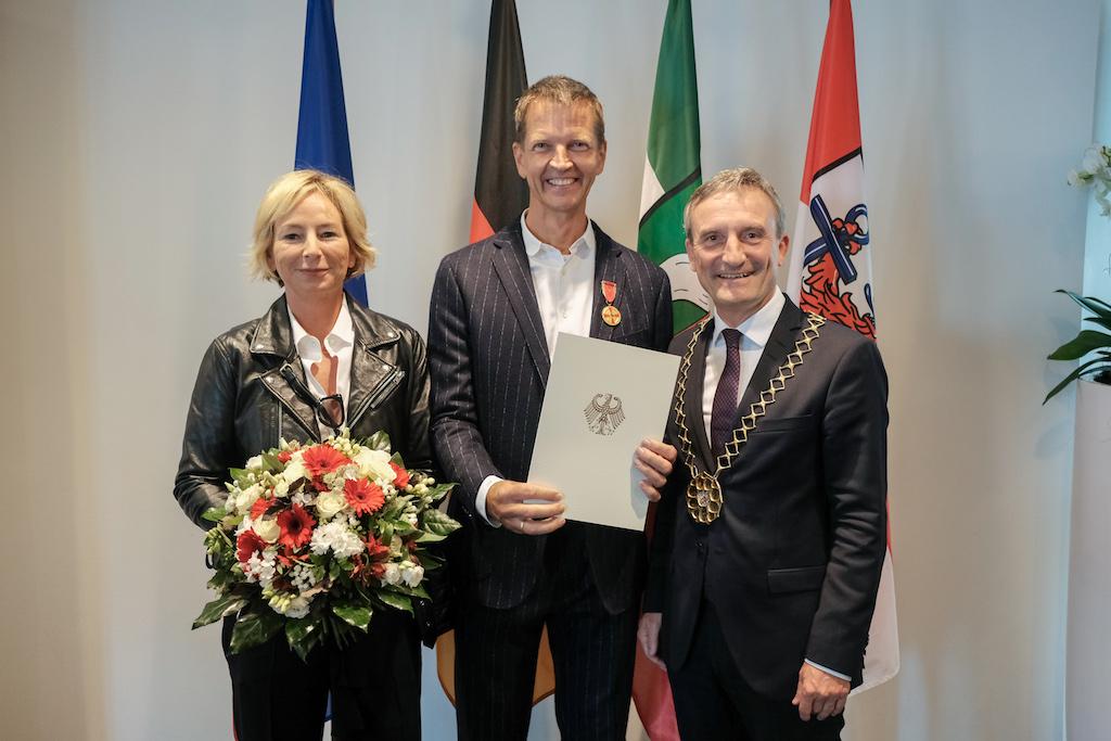 Oberbürgermeister Thomas Geisel und Josef Hinkel mit seiner Frau Nicole Hinkel,(c)Landeshauptstadt Düsseldorf/Michael Gsttenbauer