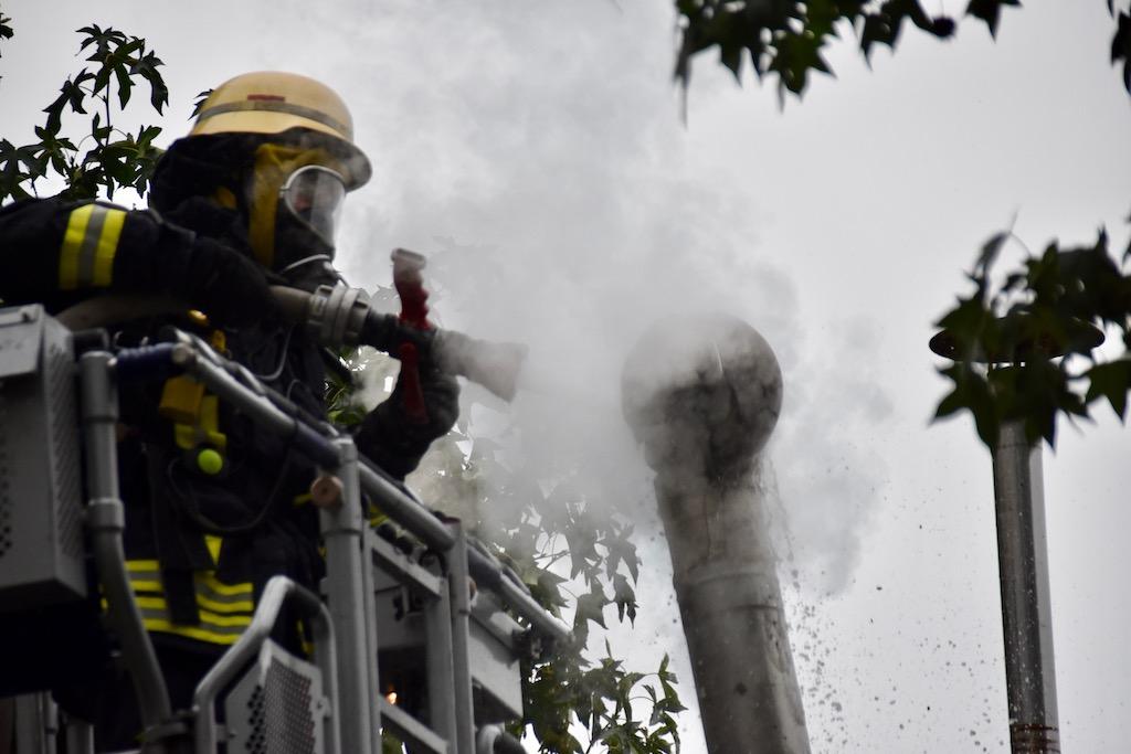 Brandbekämpfung bei Kaffee Reich Foto: LOKALBÜRO