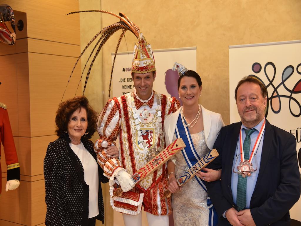 Ruth Rubenstein, Prinzenpaar und Michel Szentei-Heise Foto: LOKALBÜRO