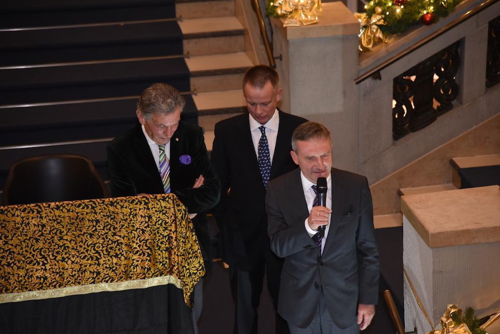 Redner Uwe Schmitz, Oberbürgermeister Thomas Geisel und Wolfgang Rolshoven Foto: LOKALBÜRO