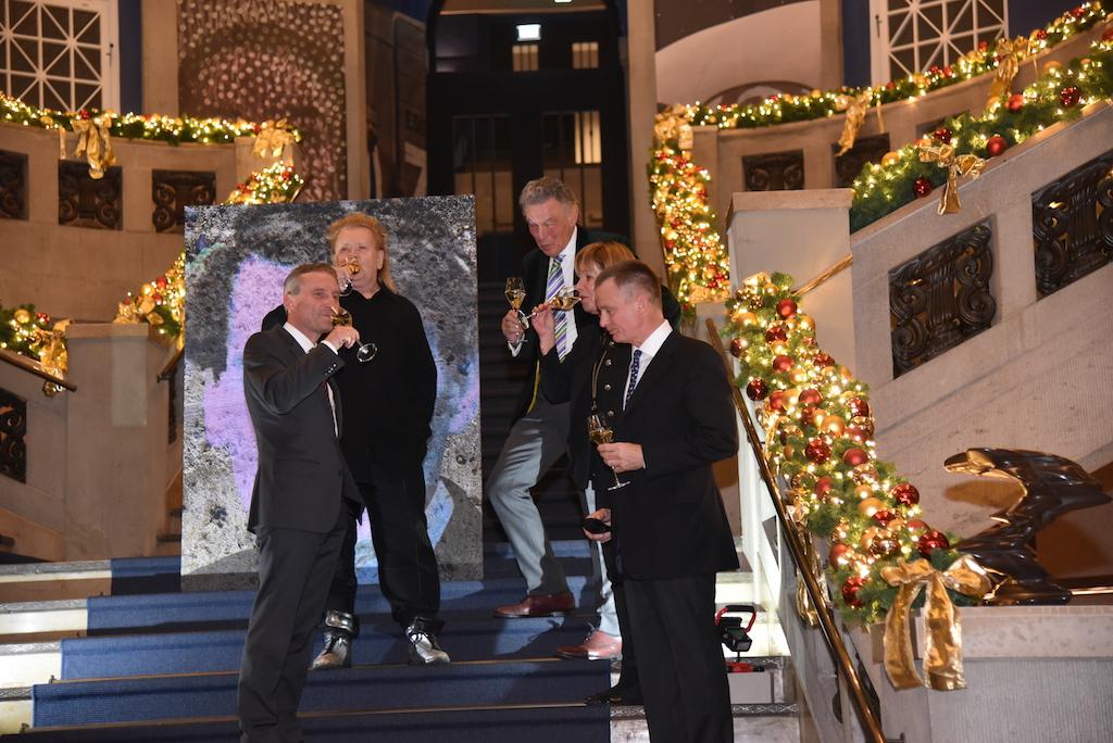 Enthüllung durch Hille Erwin, HA Schult, Oberbürgermeister Thomas Geisel, Uwe Schmitz und Wolfgang Rolshoven Foto: LOKALBÜRO