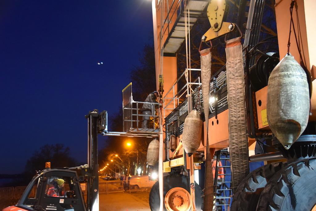 Big Willi wird Startklar gemacht Foto: LOKALBÜRO