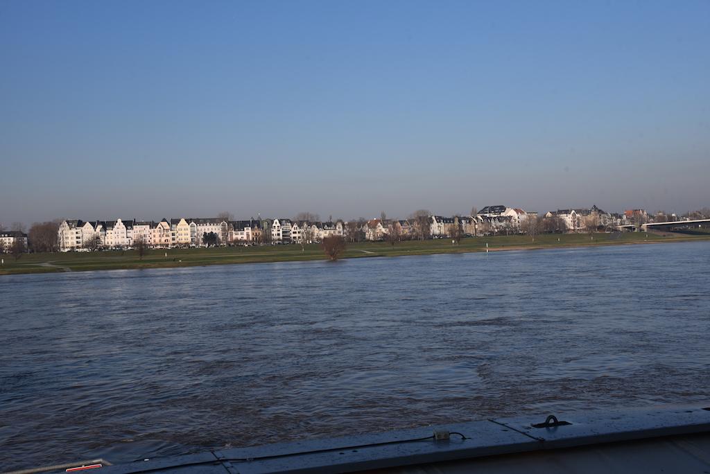 Der Rhein bei Düsseldorf Foto: LOKALBÜRO