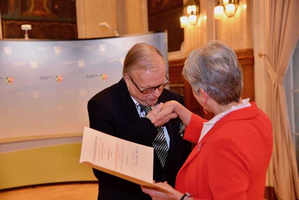 Heribert Klein und Regierungspräsidentin Radermacher Foto: LOKLABÜRO