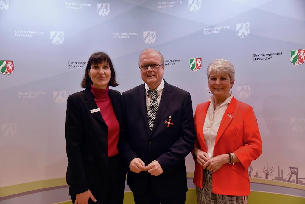Birgit Alkenings, Heribert Klein und Regierungspräsidentin Radermachen Foto: LOKALBÜRO