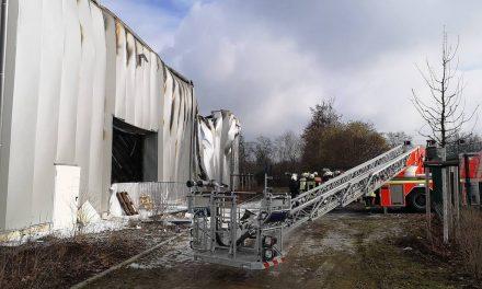 Feuer in Lagerhalle an der Düsseldorfer Messe — Polizei ermittelt wegen Brandstiftung