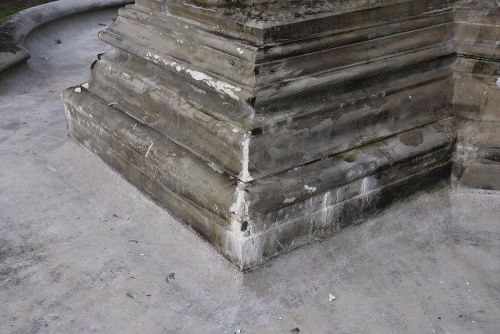 Schäden am Schalenbrunnen Foto: LOKALBÜRO