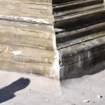 Schalenbrunnen durch Eislaufbahn beschädigt ?