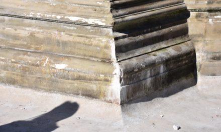 Schalenbrunnen durch Eislaufbahn beschädigt?