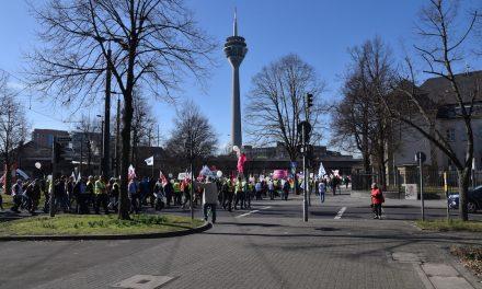 Demo legt Straßenverkehr lahm