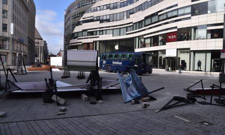 Bilder auf dem Schadowplatz fielen Sturm zumOpfer