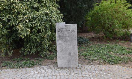 Robert Schumann Büste im Hofgarten wird restauriert